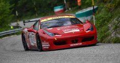 Luca Gaetani centra la vittoria in GT Cup al 27° Trofeo Scarfiotti