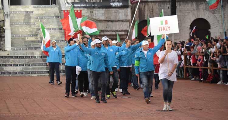Sfilano le nazioni al FIA Hill Climb Masters a Gubbio